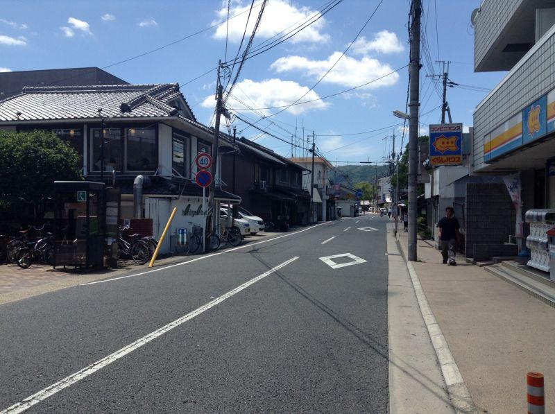 大山崎駅前の道