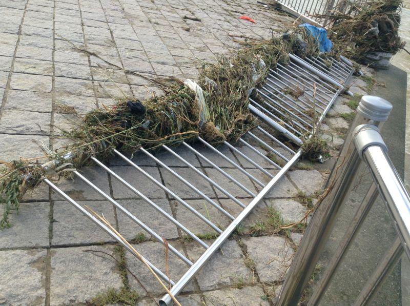 破壊された防護柵