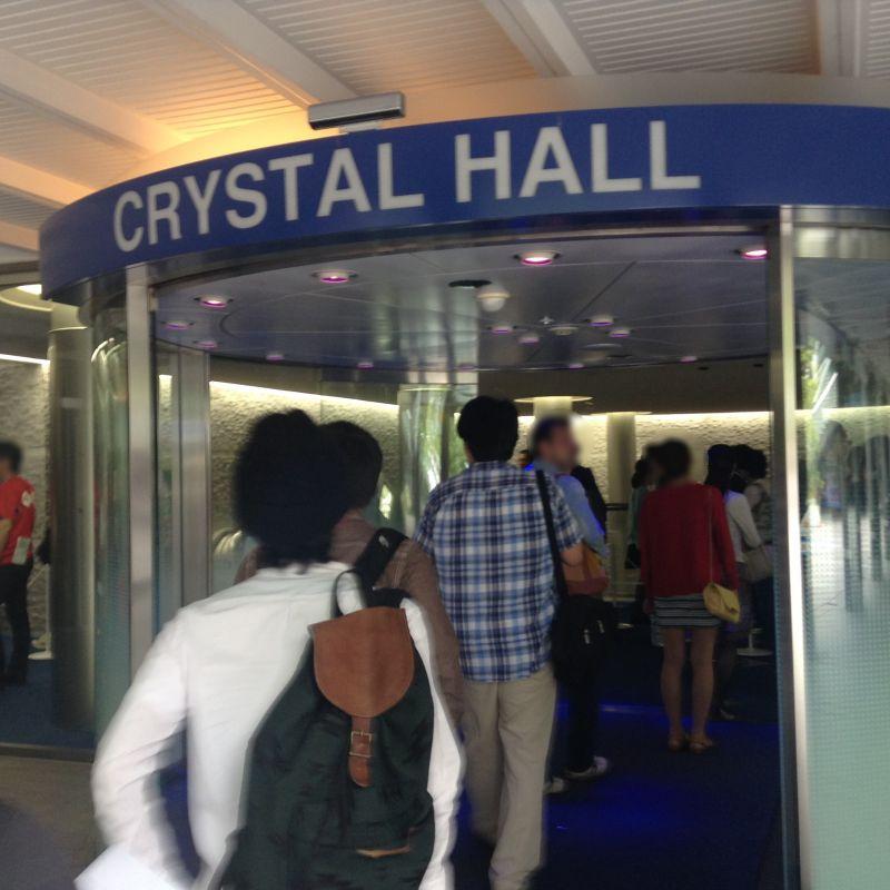 クリスタルホールのエントランス