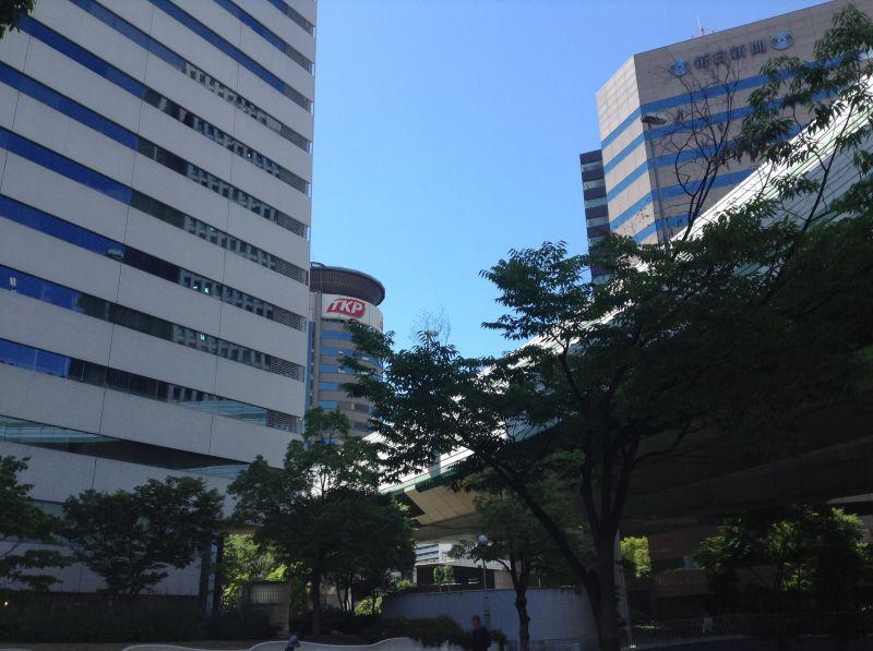 TKPガーデンシティ大阪梅田を公園から望む